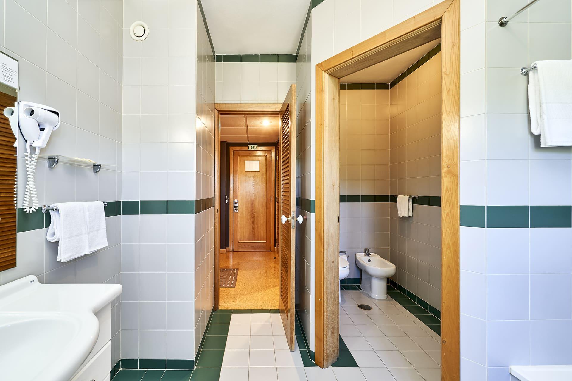 Hotel Castrum Villae - Walk Hotels - Castro Laboreiro - WC Quarto Familiar