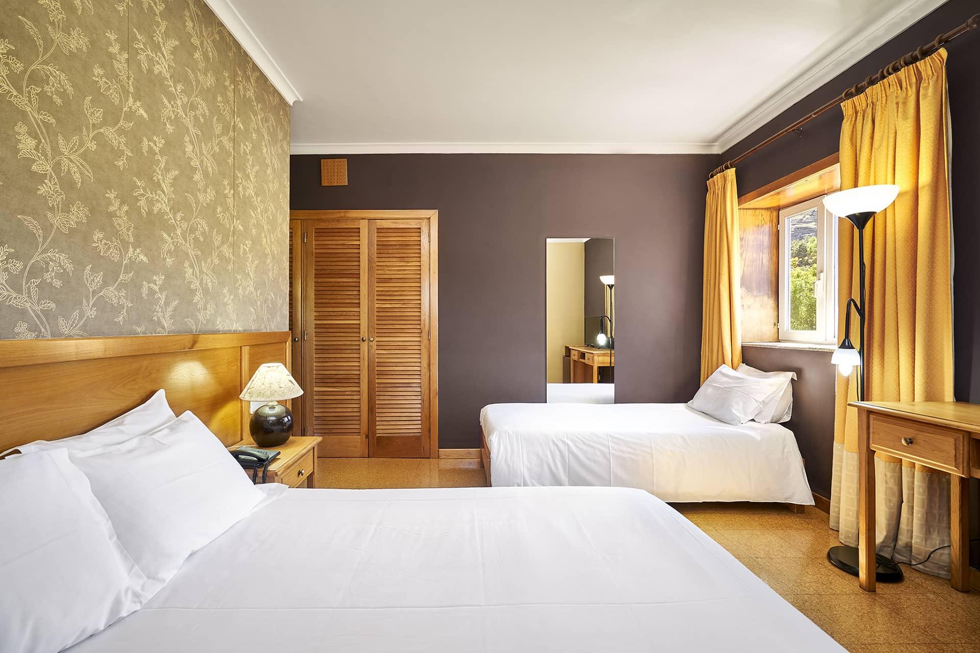 Hotel Castrum Villae - Walk Hotels - Castro Laboreiro - Quarto Triplo