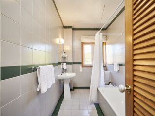 Hotel Castrum Villae - Walk Hotels - Castro Laboreiro - WC Quarto Triplo