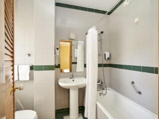 Hotel Castrum Villae - Walk Hotels - Castro Laboreiro - WC Quarto Duplo Vista Montanha